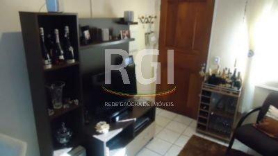 Casa em Condomínio no Bairro Camaquã, composta por 3 dormitórios transformados em 2, um deles sendo uma suíte com closet, banheiro social, living, cozinha americana e pátio com churrasqueira. Possui uma vaga de garagem.