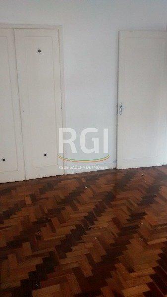 Apartamento de 3 ( três) dormitórios, 127 m2, em região nobre do Bairro Bom Fim, na Rua Fernandes Vieira, piso parquet , dependência de empregada, living, sala de jantar, área de serviço, armários na cozinha, wc auxiliar, armários nos dormitórios, split no living, porteiro eletrônico, zelador.