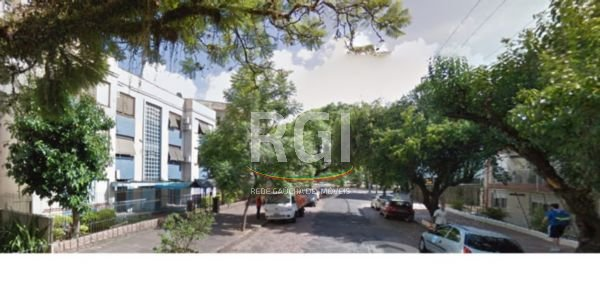 Terreno plano, no Bairro Partenon, Porto Alegre, medindo 12,30 x 39,32. Com projeto de 12 apartamentos de 72m e 12 vagas de garagem.   R1.380.000,00
